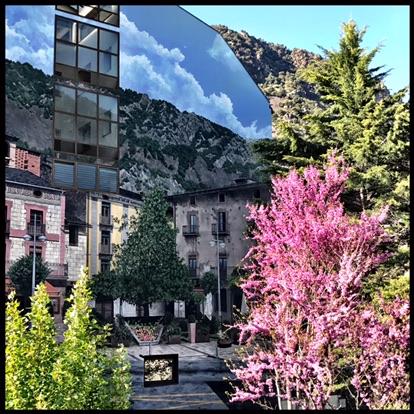 Las principales salidas profesionales de los licenciados en Derecho en Andorra están orientadas a ejercer libremente la abogacía en despachos individuales o colectivos. Por medio de la vía de las oposiciones, podrán ejercer las funciones de juez, fiscal, letrado de las administraciones públicas, notario, registrador, etc. Los juristas pueden dedicar, asimismo, su vida profesional a la investigación científica y a la formación de nuevos juristas en el marco universitario. Los itinerarios formativos previstos te permitirán la preparación para el acceso a sitios de responsabilidad en todo tipo de empresas.